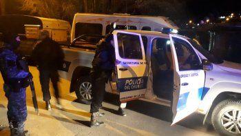 chocaron, escaparon y apunalaron a un policia
