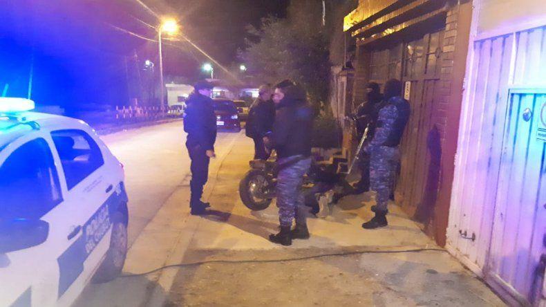 El policía apuñalado sigue en estado reservado