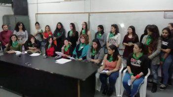 denunciaron a un profesor de trelew por abuso de poder