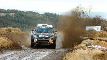 El auto de Pablo Morán que terminó segundo durante la cuarta fecha del Argentino de Rally que se corrió por los caminos de Esquel.
