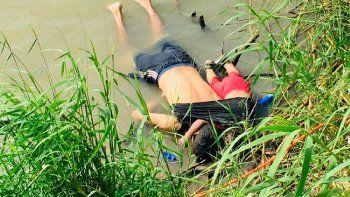 Los  cuerpos de los migrantes salvadoreños Óscar Martínez y su hija de casi  dos años fueron encontrados en el Río Bravo ; querían alcanzar el sueño  americano. (Foto: AP)