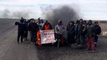 El grupo de desocupados que bloqueaba la Ruta 18 que lleva al yacimiento petrolero Los Perales, cercano a Las Heras, fue desalojado ayer por fuerzas policiales.