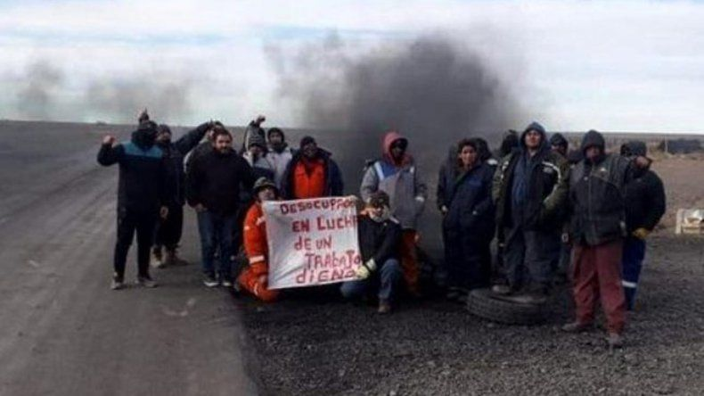 El grupo de desocupados que bloqueaba la Ruta 18 que lleva al yacimiento petrolero Los Perales