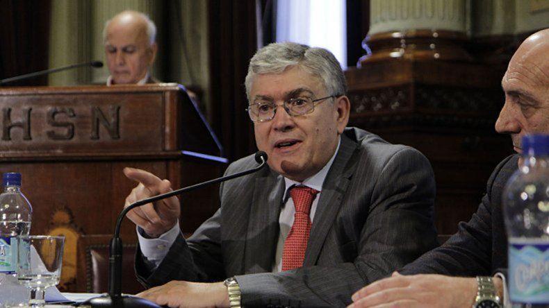 El senador Pais pide que la ministra Stanley brinde explicaciones en el Congreso.
