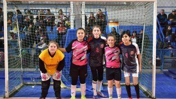 Uno de los equipos femeninos de Abrazo de gol.