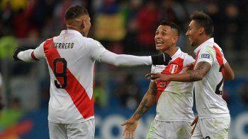Perú goleó a Chile y jugará la final con Brasil