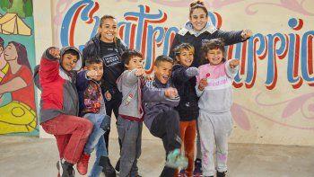 La Tuti visitó, junto a la nadadora Pilar Geijo, el complejo de La Matanza donde tanto ayudan a nenes carenciados.