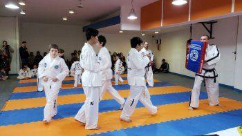 Exitoso fue el primer examen anual que se llevó a cabo en la Escuela de Taekwondo de la Comisión de Actividades Infantiles.