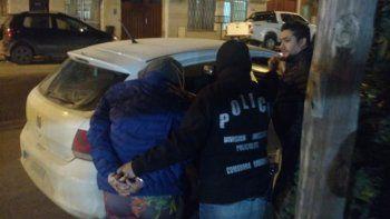 El momento de la detención de la sospechosa en plena madrugada.