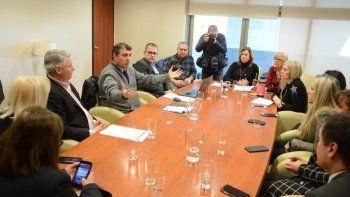El ministro De Bella detalló ante diputados la situación de los establecimientos escolares de la provincia.