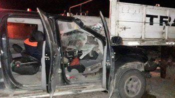 Ruta 3: una camioneta terminó debajo de un camión