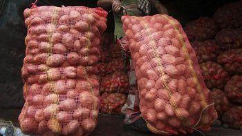 Un comerciante murió aplastado por 10 bolsas de papas