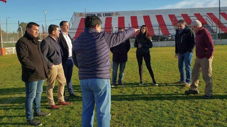 Autoridades y dirigentes recorrieron el estadio Cayetano Castro de Trelew.