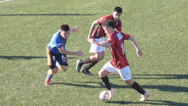 Huracán ya se aseguró el título al vencer el martes 2-0 a Comisión de Actividades Infantiles.