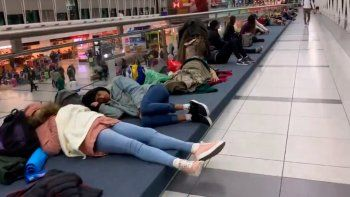 cientos de pasajeros varados por fuerte tormenta electrica