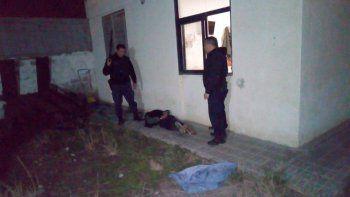 El momento de la detención del sospechoso que había ingresado a la vivienda.