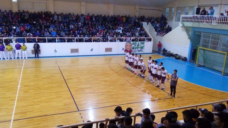 Ante un lleno total se vivieron en el gimnasio municipal 1 las dos primeras finales del torneo Apertura de futsal y se viene la tercera.