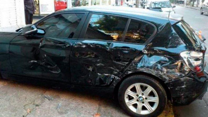 Encontró a su marido en plena infidelidad y le chocó seis veces su auto