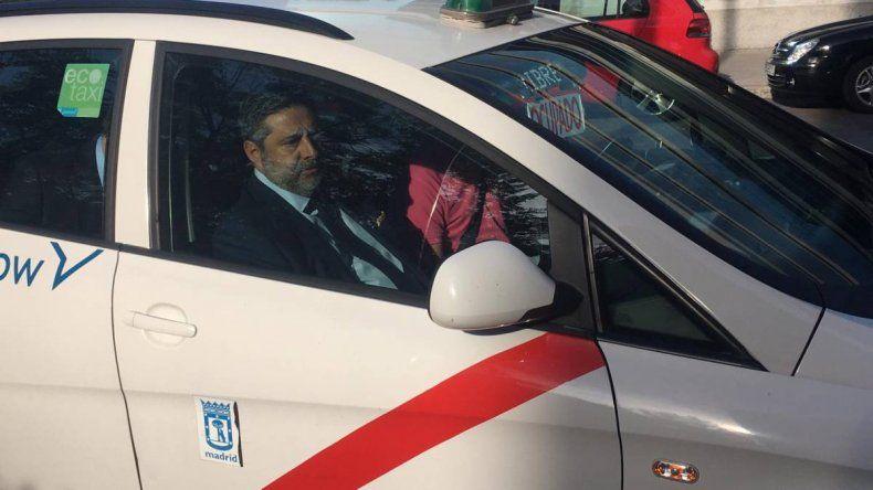 Angelici llegó al TAS en un auto con los colores de River