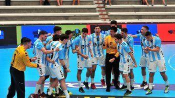 El equipo argentino dándose ánimo, cuando quedan tres partidos por delante.