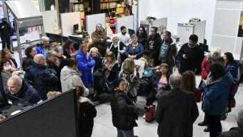 Jubilados provinciales mantienen una toma en el Instituto de Seguridad Social y Seguros, en Rawson y otras sedes, para reclamar por sus haberes.