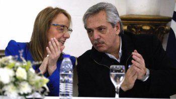 Alicia Kirchner junto a Alberto Fernández en la visita que el precandidato presidencial efectuó a Río Gallegos en los últimos días de mayo.