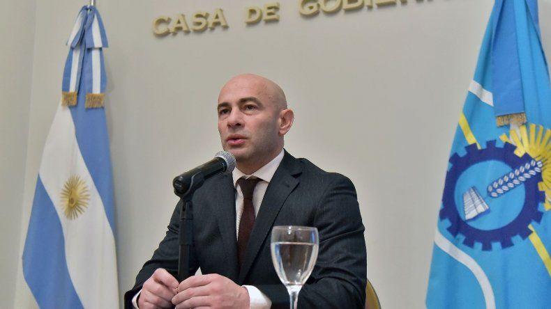 Massoni habló hoy en medios nacionales y defendió el aumento de sueldo de Arcioni