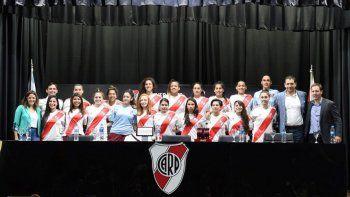 jugadoras de futbol de river firmaron su primer contrato profesional