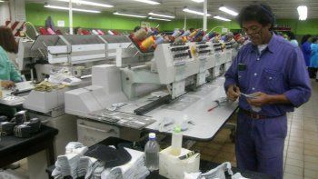 tras 140 anos de trabajo la textil alpargatas se retira del mercado argentino