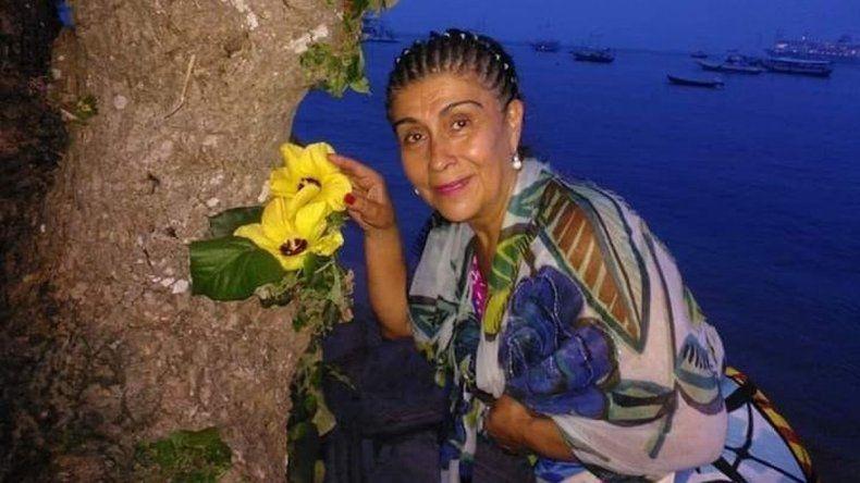 Hallan a mujer muerta en su patio desnuda y con signos de violencia