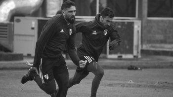 Lucas Pratto e Ignacio Sccoco entrenando ayer en el River Camp.