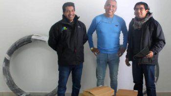 Jorge Soloaga entregó personalmente el material que requería la Central Telefónica de Caleta Olivia para restablecer el servicio de telefonía a Cañadón Seco.