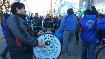 Los choferes de colectivos se manifestaron ayer en las calles céntricas.