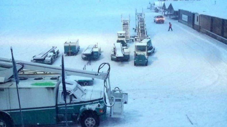 Vuelos desviados, cancelados y demorados por la nevada en Bariloche