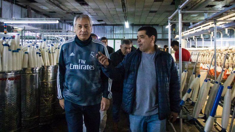 Alfredo Beliz durante su visita a la fábrica textil recuperada en Dolavon.