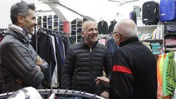 comerciantes de la avenida rivadavia padecen la crisis generada por macri