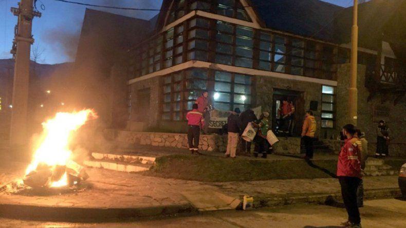 Trabajadores de bosques e incendios de Chubut ratificaron protestas por salarios