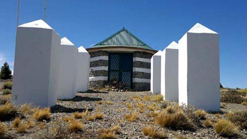 Profanaron el Mausoleo del Cacique Inacayal