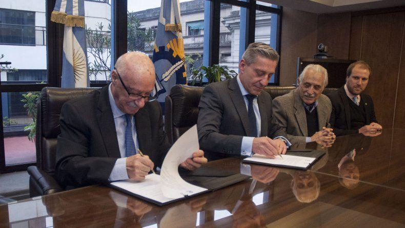 Arcioni consiguió 32 millones de financiamiento para el desarrollo regional