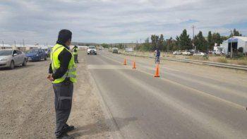 En la actualidad los habitantes de Km 14 deben efectuar riesgosas maniobras sobre la Ruta 3 para ingresar a los barrios Favaloro y Centenario.