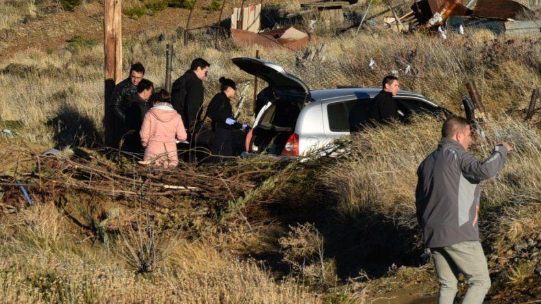 El auto del hombre desaparecido fue hallado abandonado a media tarde de ayer al final del camino principal de la zona de chacras.