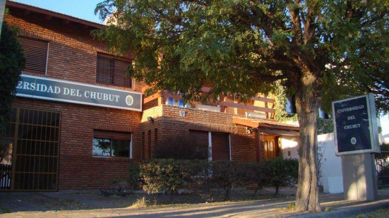 La Universidad del Chubut postergó sus actividades por la falta de pago a sus trabajadores.