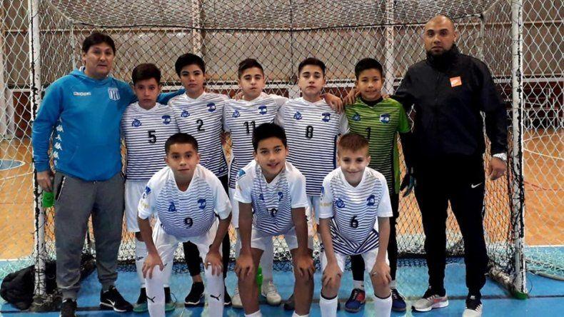 El equipo de Luz y Fuerza que se coronó campeón del torneo Apertura en la denominación C-13.