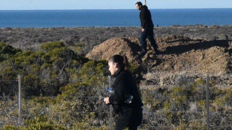 Decenas de policías rastrillaron ayer campos cercanos a la costa