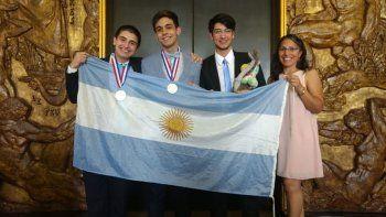 Oro y bronce para jóvenes que compitieron en las Olimpíadas de Química