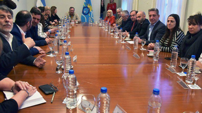 Arcioni les contó en persona a la mayoría de los diputados el estado financiero en que se halla su gobierno.