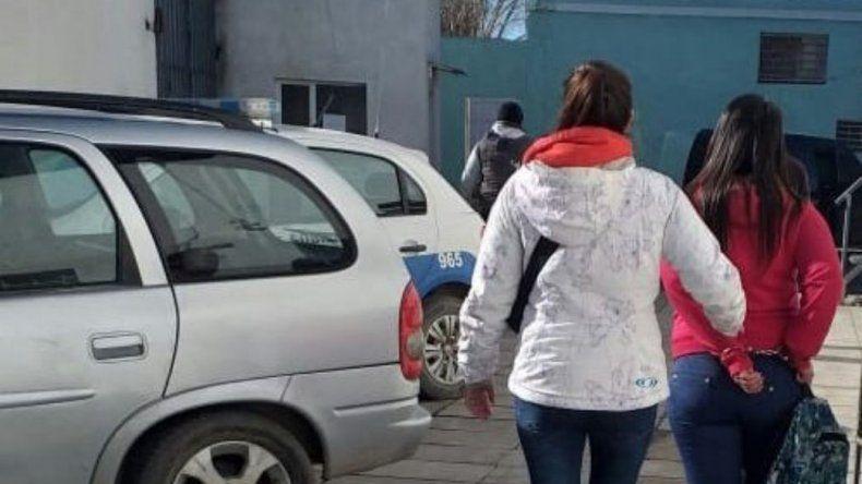 Fue a visitar un preso, tenía un pedido de captura y quedó detenida