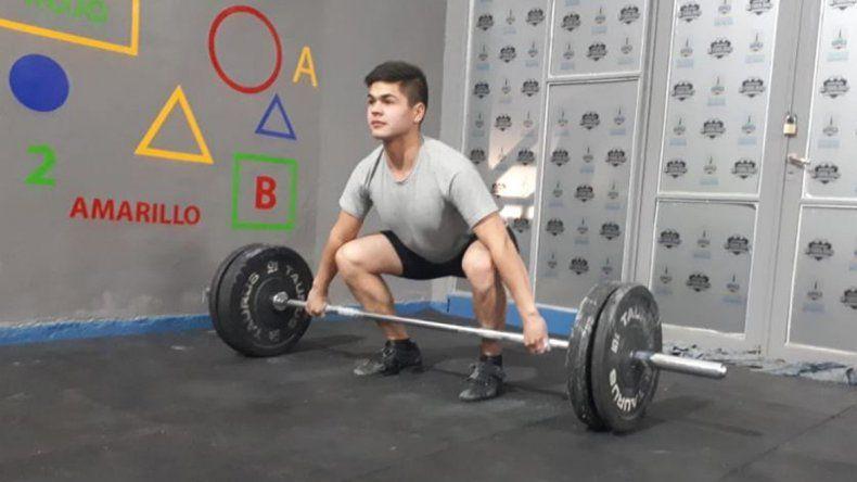 El levantamiento de pesas retorna al gimnasio municipal 1.