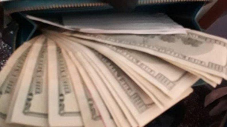 Identificaron a una mujer que se comunicaba con Valverdi y le secuestraron pesos y dólares