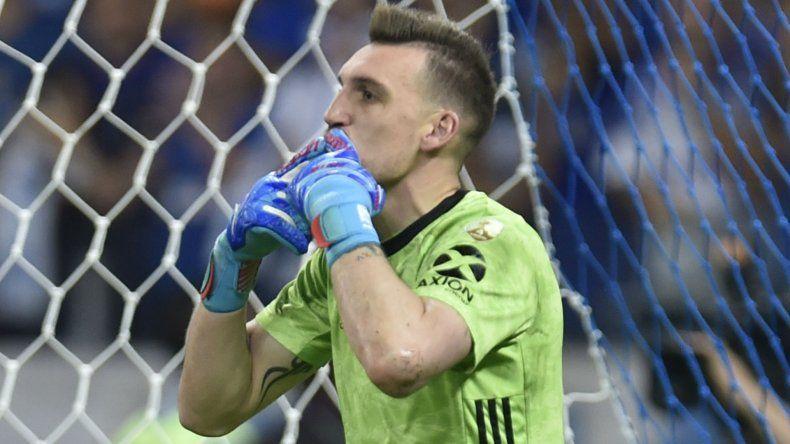 Franco Armani viene de atajarle dos penales al Cruzeiro para que River se clasifique a los cuartos de final de la Copa Libertadores.